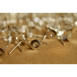 100 pc. Bright Silver plated earring posts, 6mm pad | FI-211